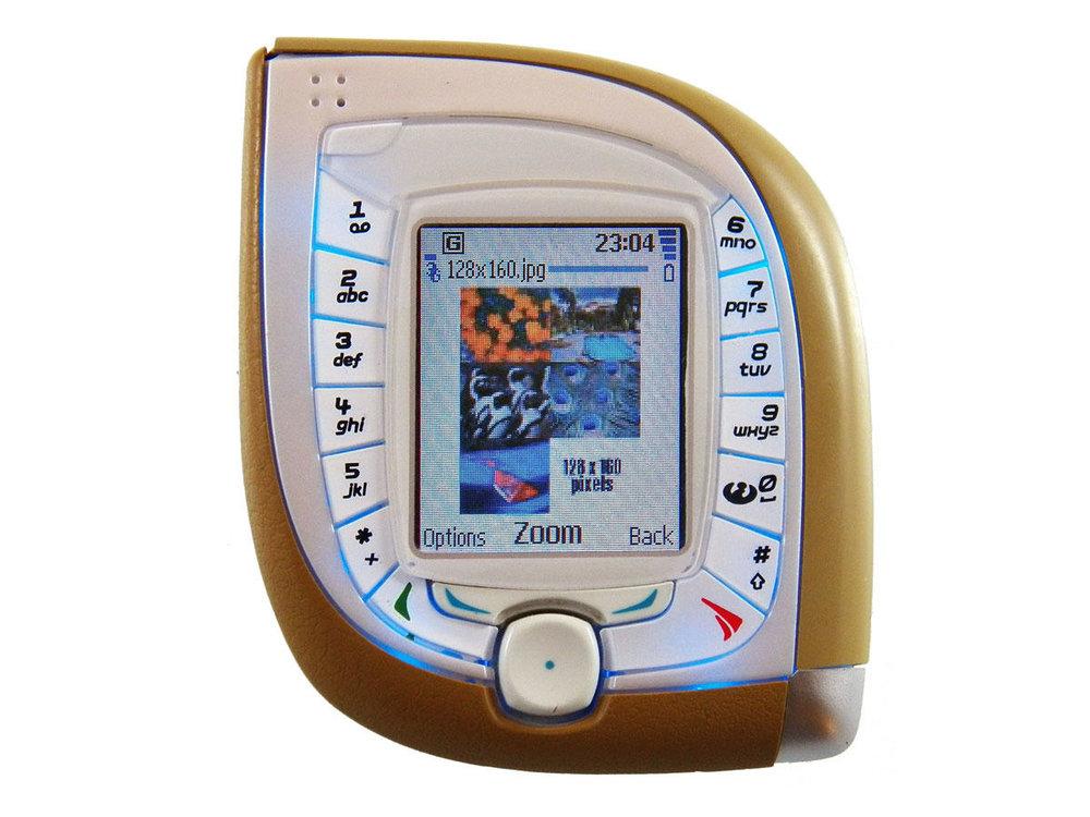 NOKIA 7600 (2004)