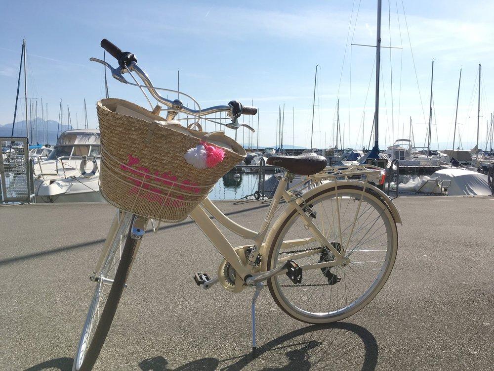 A minha bicicleta: MBM Boulevard... O Cestinho de vime é uma carteira minha!