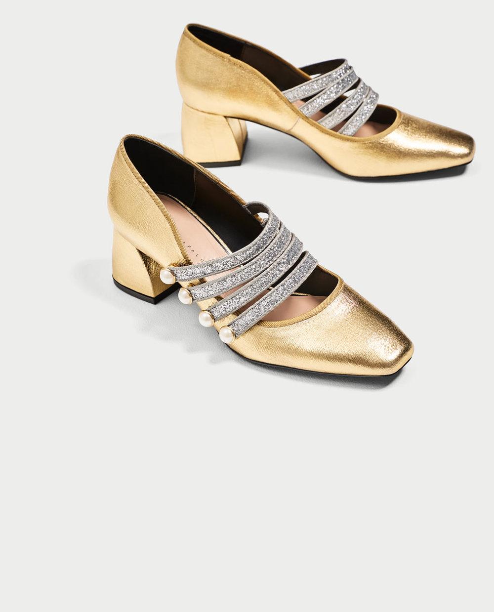 Sapatos dourados com tira, 39,95€