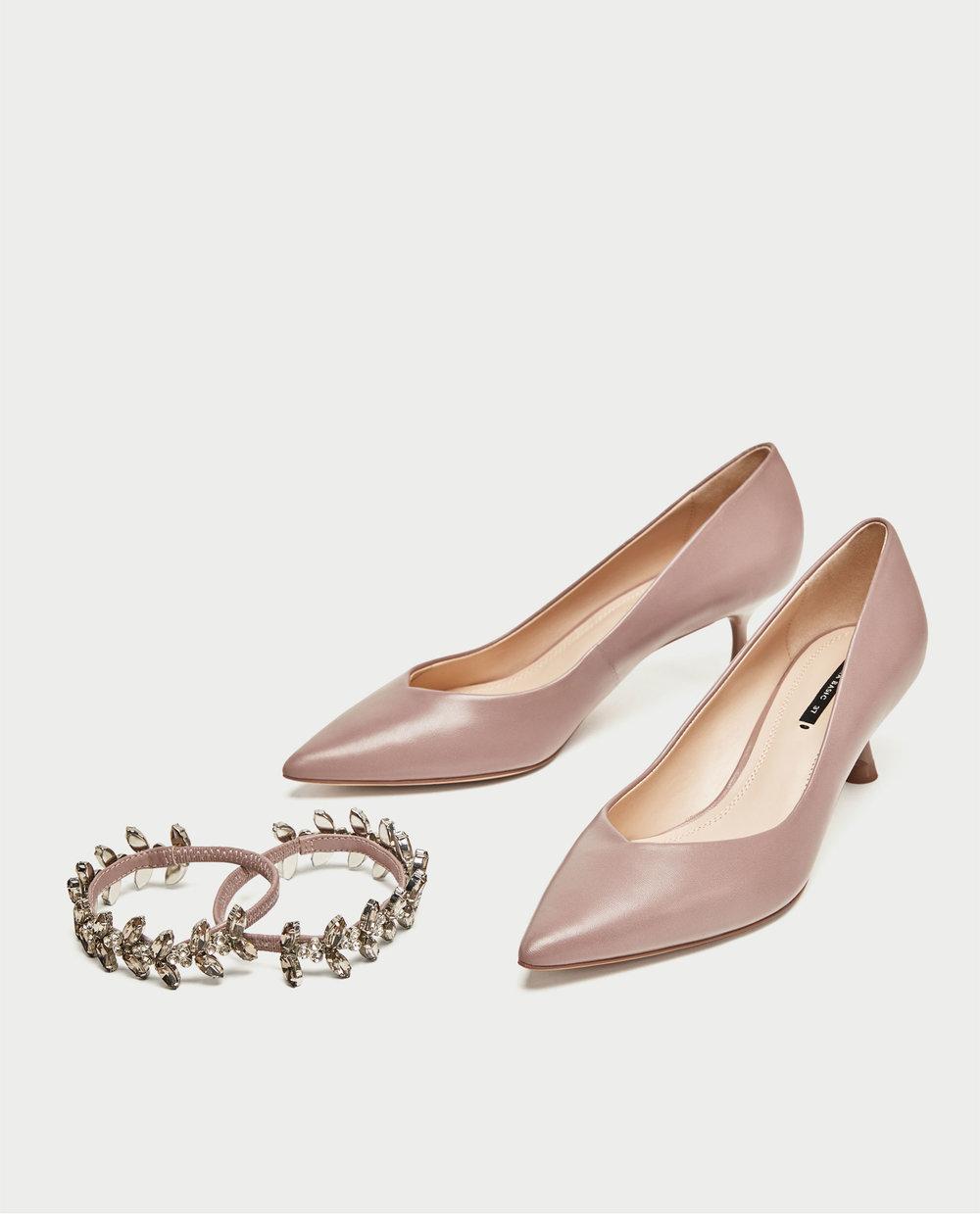 Sapatos com aplicação, 49,94€