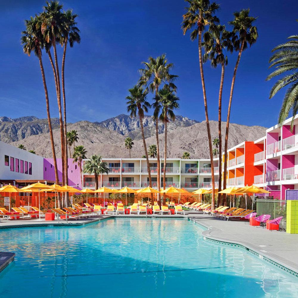 O famoso Saguaro Hotel, ou Rainbow Hotel como é mais conhecido nas redes sociais. Foto © Tablet Hotels
