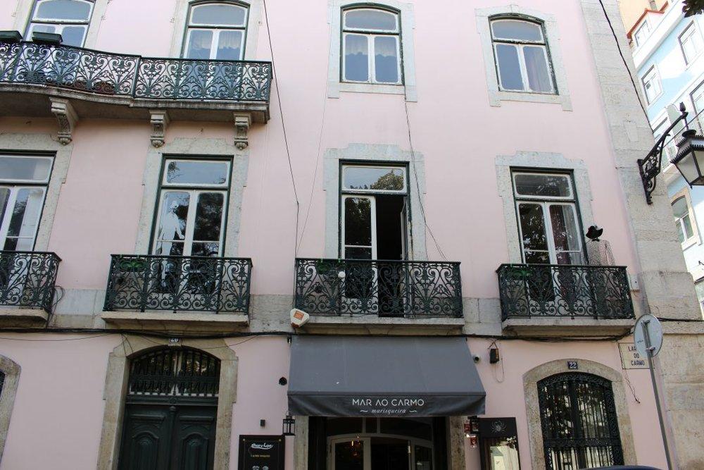 Prédio onde Fernando Pessoa morou (Largo do Carmo)