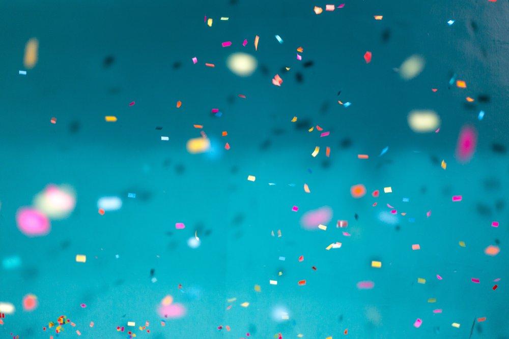 Os  confetti  que hão-de cair quando eu anunciar que estou grávida!  Photo by  Jason Leung on  Unsplash