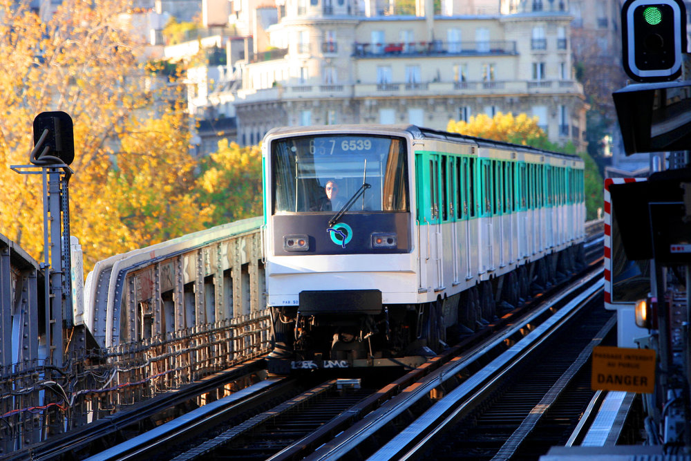 paris metro train.jpg