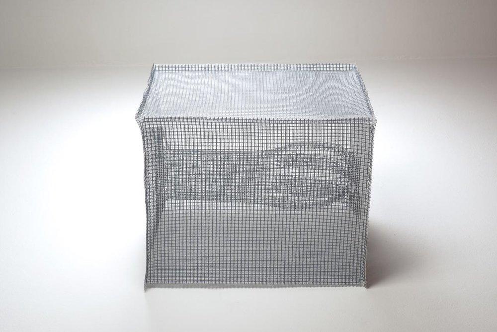 Trappola , 2016,rete di plastica,33 x 47 x 25 cm