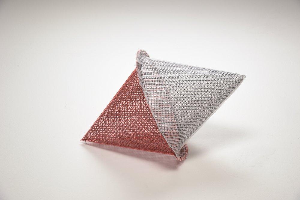 Boa , 2016,rete di plastica,65 x 40 x 40 cm