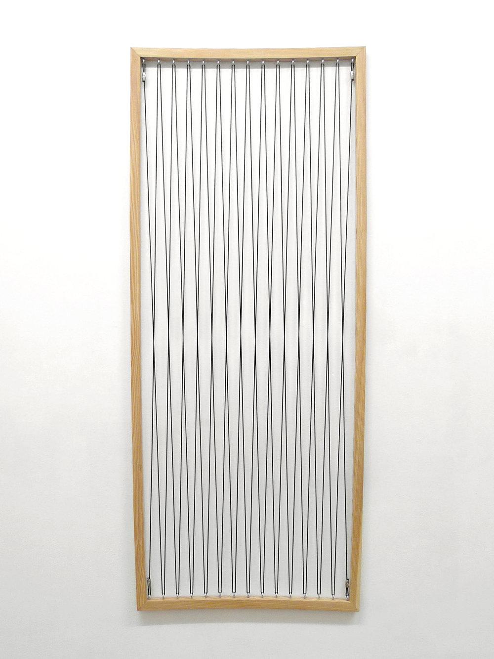 L'illusion de Hering , 2014, legno di larice, acciaio, elastico, 200 x 70 x 2 cm