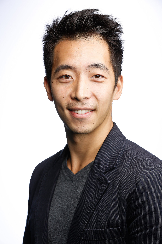 <span>Justin Hwa (CH)</span><span>Ebay</span>