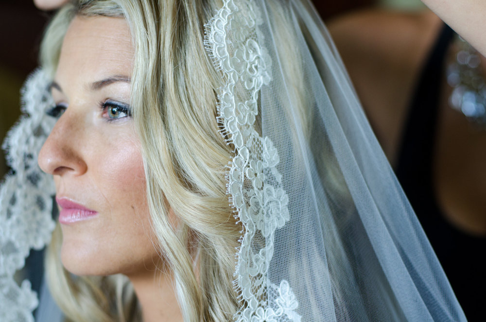 A naturally beautiful bride before her wedding ceremony.
