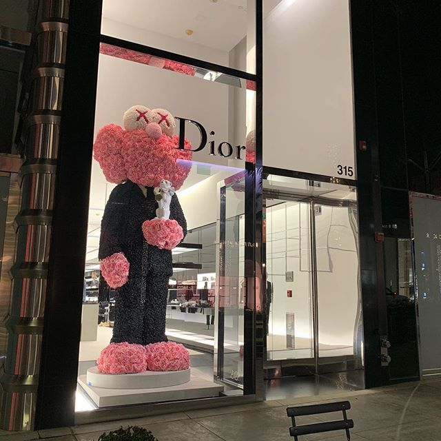 🌚🌞 night + day you can catch this #KAWS #BFF @Dior on #rodeodrive ! ✨ excited to see our bud standing tall 💥🕴🏼