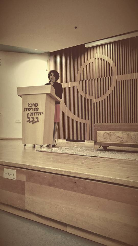 Cynthia speaking at The Babylonian Jewry Heritage Center in Ohr Yehuda, Israel