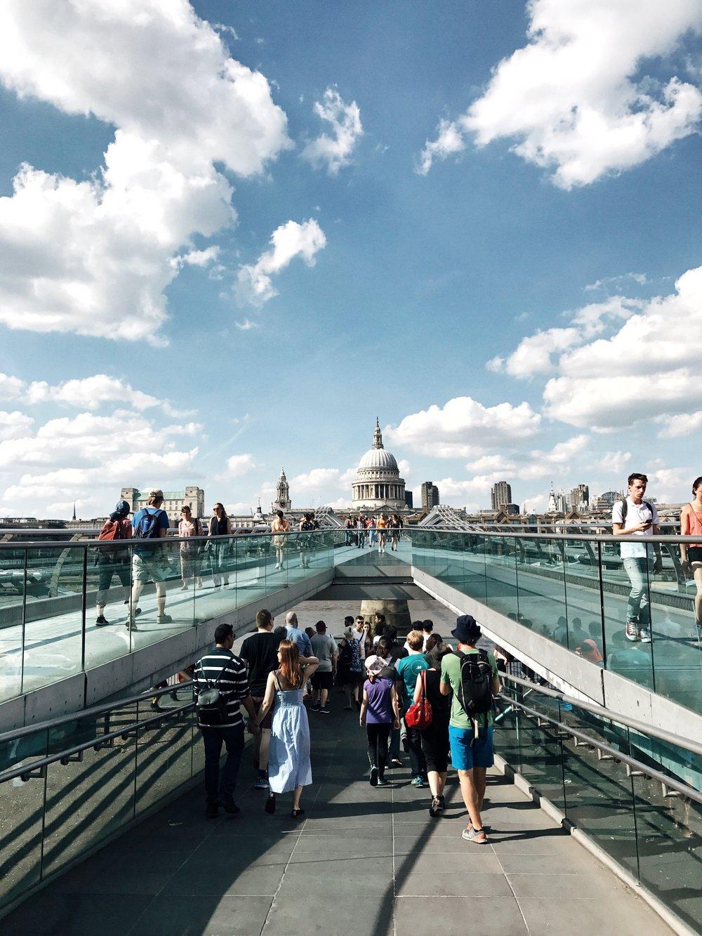 Walking over the bridge to Tate Modern
