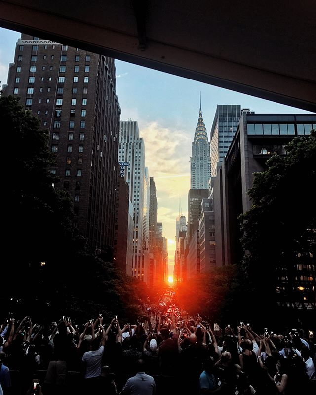 Had such an incredible time last night with @sanpellegrino_us for the #manhattanhenge! Definitely had the best seat in the house! 👌🏻 Checkout my stories for the full experience!! #TastefulMoments #ad