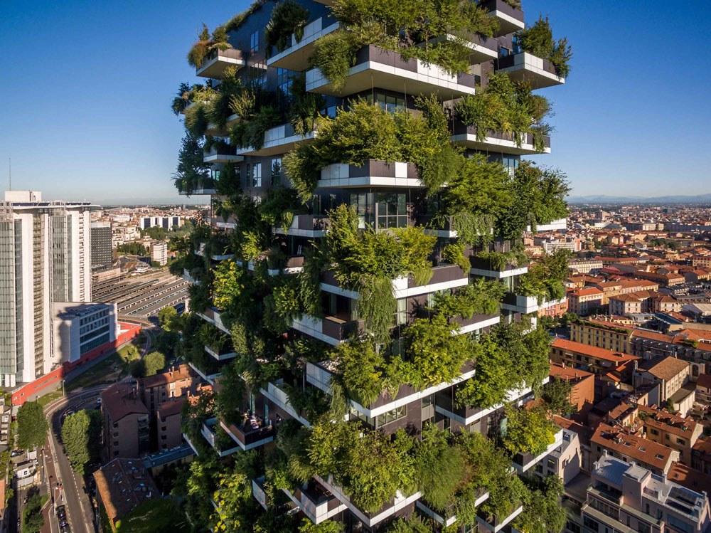 """Torre del """"Bosque vertical"""" de Milán inaugurada en 2014."""