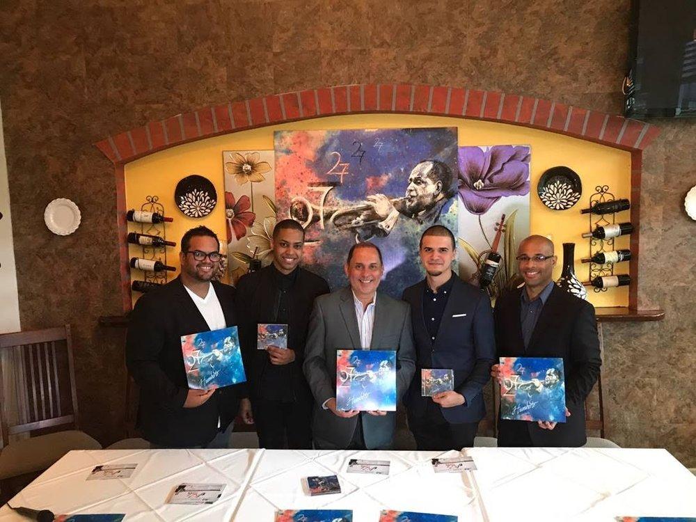 """De Izquierda a derecha:  Jonathan Montes (Piano), Marcos López (Percusión) , Humberto Ramírez (Trompeta) , Francisco Alcalá (Batería), Alex """"Apolo"""" Ayala (Bajo)."""