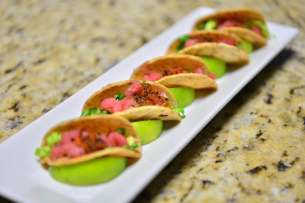 Tacos de malanga con ensalada de atún picante.jpg