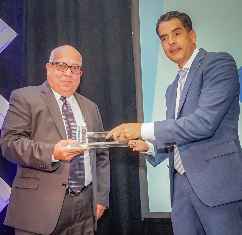 Miguel Vega, presidente saliente y Pablo Torres presidente entrante de la PRHTA