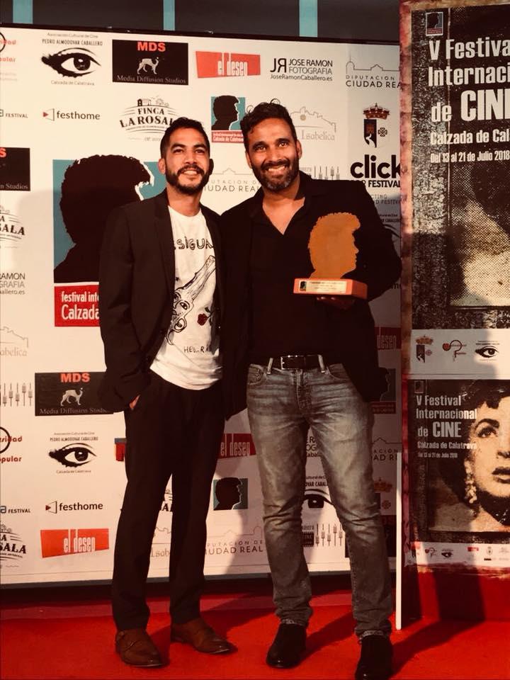 Gustavo Ramos y Alexon Duprey con premio .jpg
