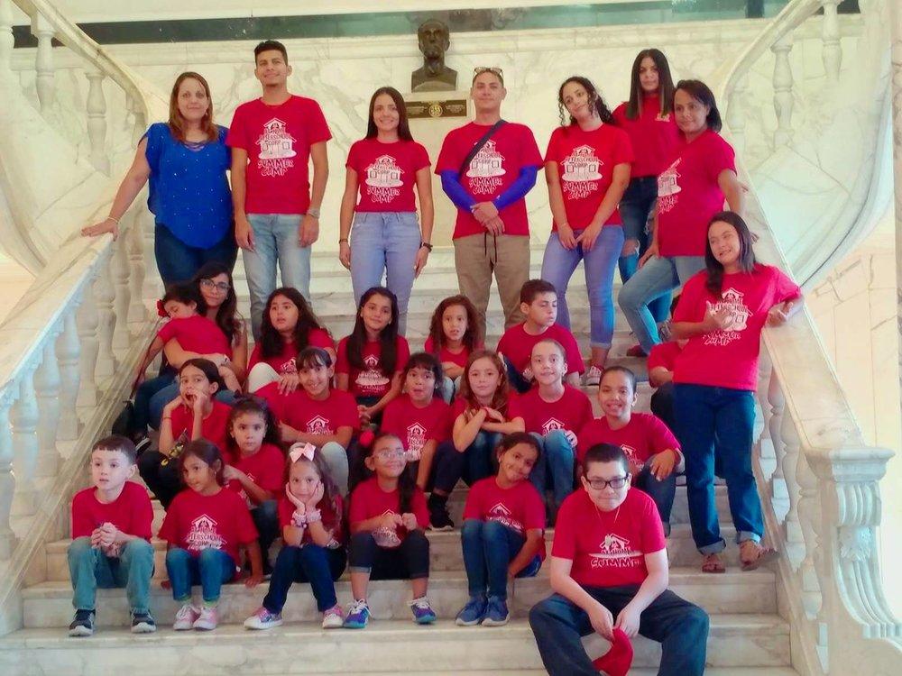 Niños en el Capitolio en el pasado Campamento de Verano de  At Home Afterschool Corp.jpg