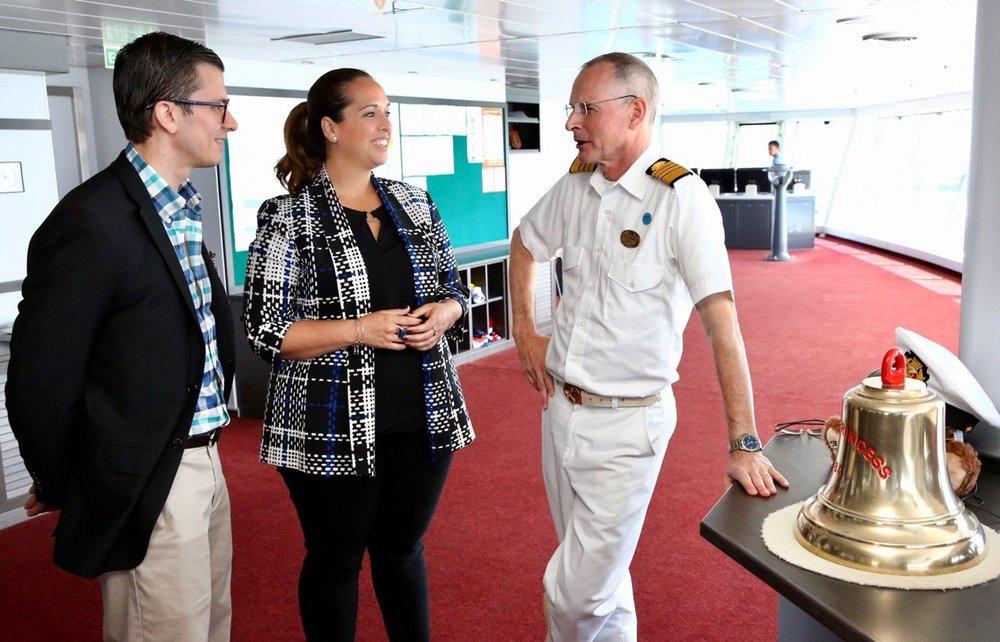 Julian Bayne, Subdirector de Autoridad de los Puertos, Carla Campos, Directora Ejecutiva de la Compañía de Turismo de Puerto Rico y Nick Nash, Capitán del Royal Princess