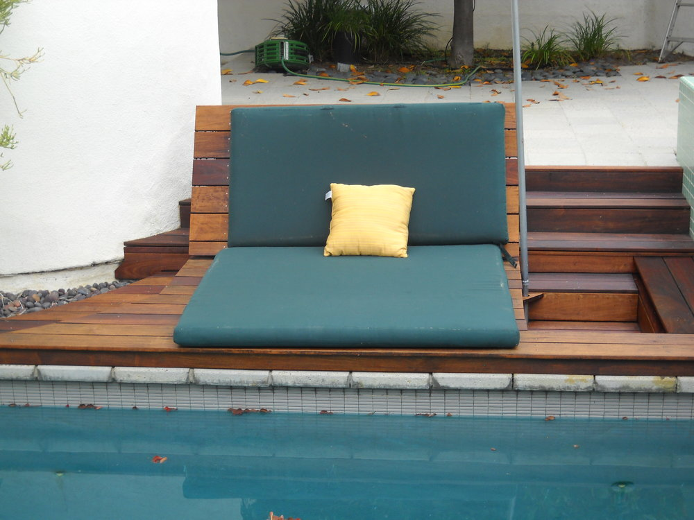 pool_couch1.JPG