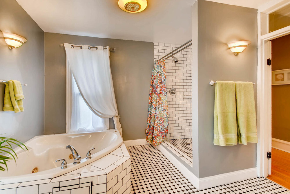 2327 Polk St NE Minneapolis MN-large-024-20-2nd Floor Bathroom-1499x1000-72dpi.jpg