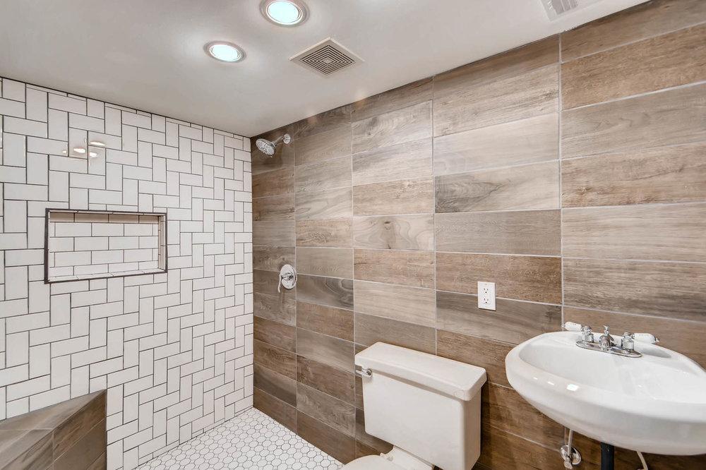 2622 Cleveland St NE-large-023-17-Lower Level Bathroom-1500x1000-72dpi.jpg
