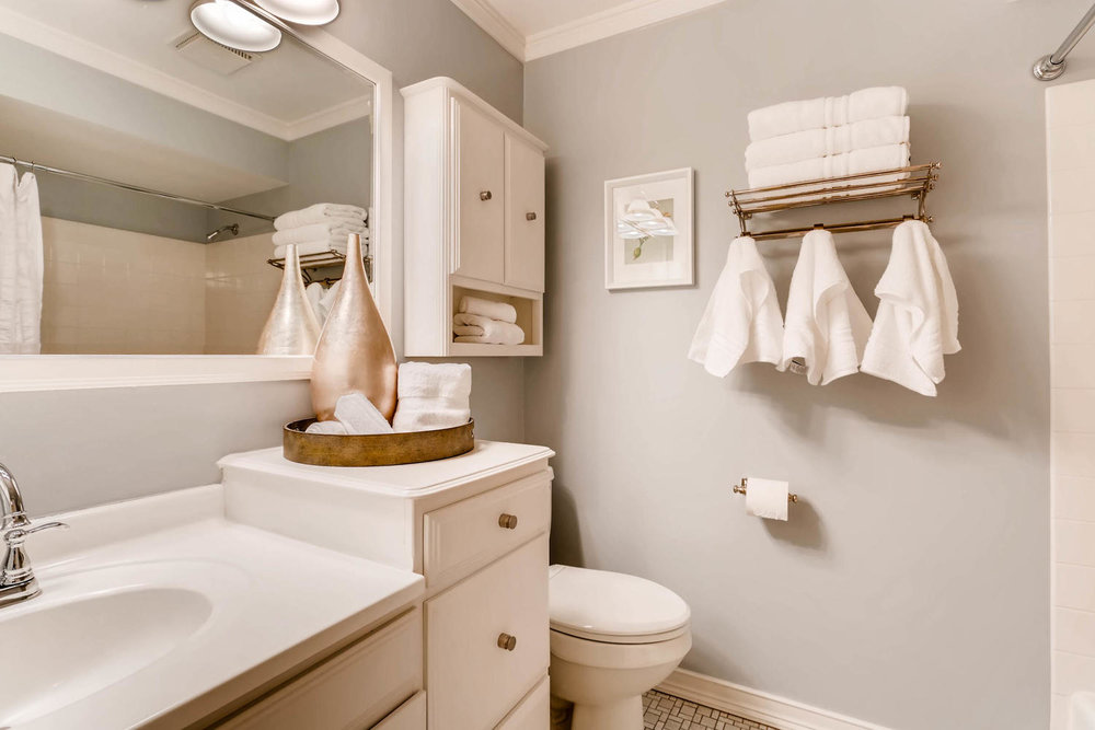 5701 Hyland Courts Minneapolis-large-019-8-2nd Floor Bathroom-1500x1000-72dpi.jpg