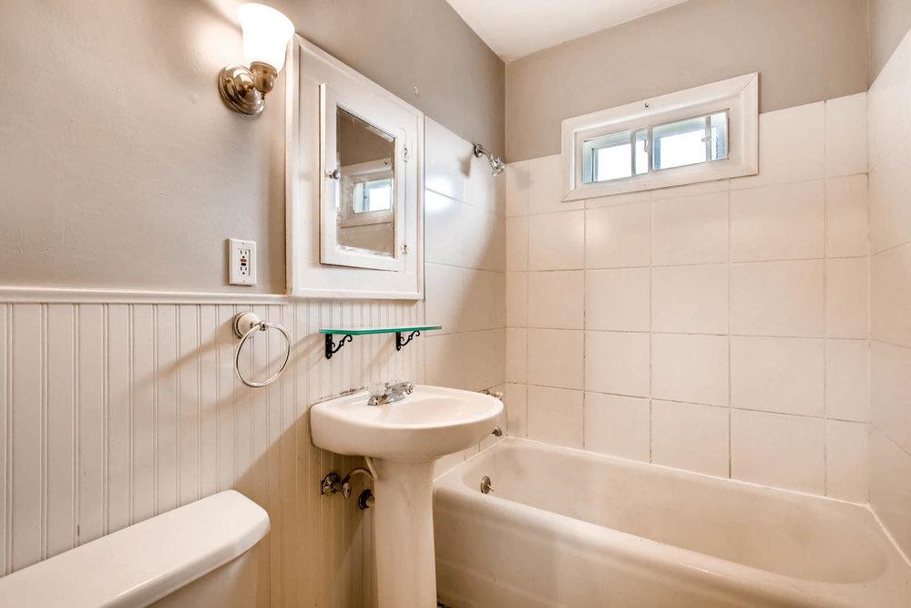 1010 2nd St NE Minneapolis MN-large-020-33-2nd Floor Bathroom-1500x1000-72dpi.jpg