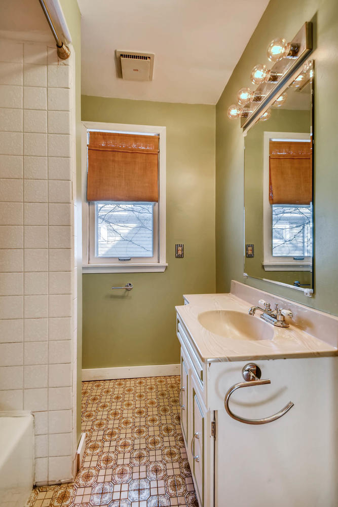 743 Pierce St NE Minneapolis-large-015-7-Bathroom-668x1000-72dpi.jpg