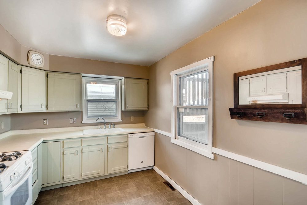 743 Pierce St NE Minneapolis-large-009-11-Kitchen-1500x1000-72dpi.jpg