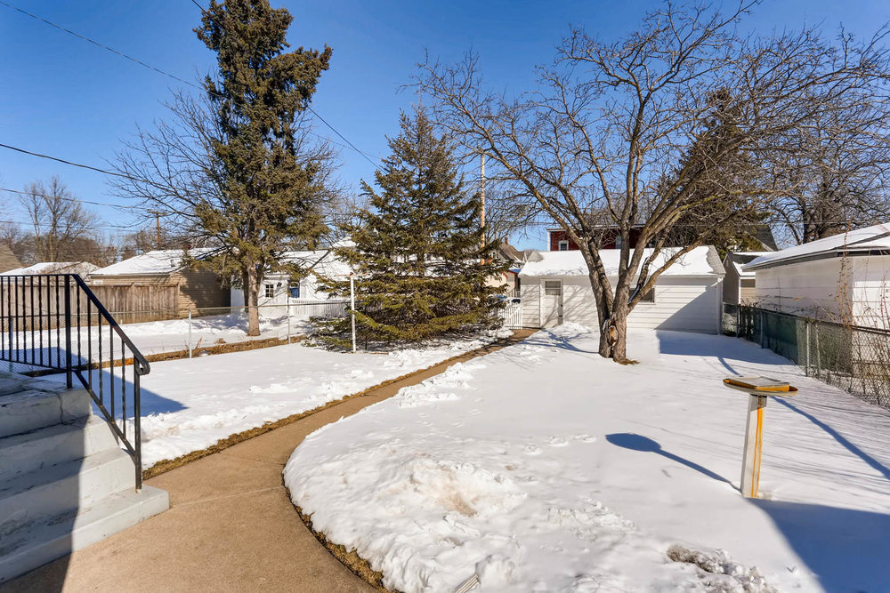 639 Quincy St NE Minneapolis-large-025-19-Back Yard-1500x1000-72dpi.jpg