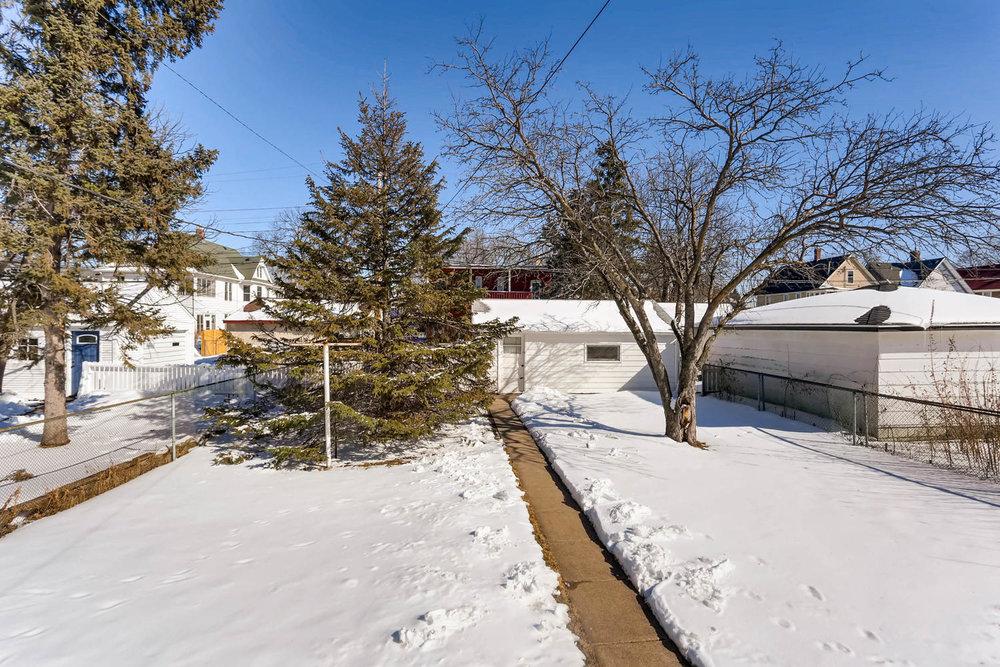 639 Quincy St NE Minneapolis-large-026-21-Back Yard-1500x1000-72dpi.jpg
