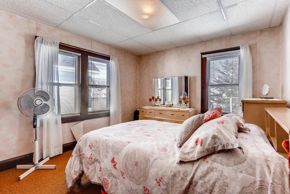 639 Quincy St NE Minneapolis-large-012-11-Master Bedroom-1500x1000-72dpi.jpg