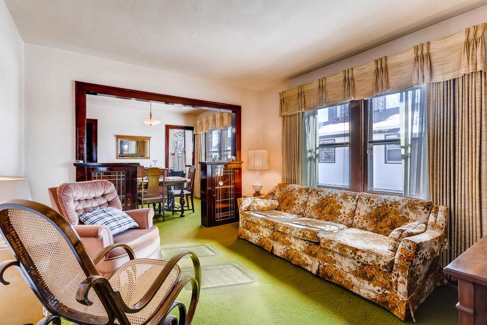 639 Quincy St NE Minneapolis-large-005-1-Living Room-1500x1000-72dpi.jpg