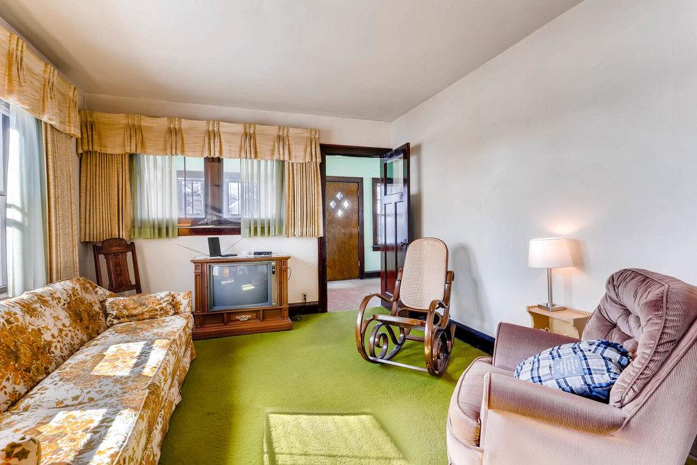 639 Quincy St NE Minneapolis-large-006-8-Living Room-1500x1000-72dpi.jpg