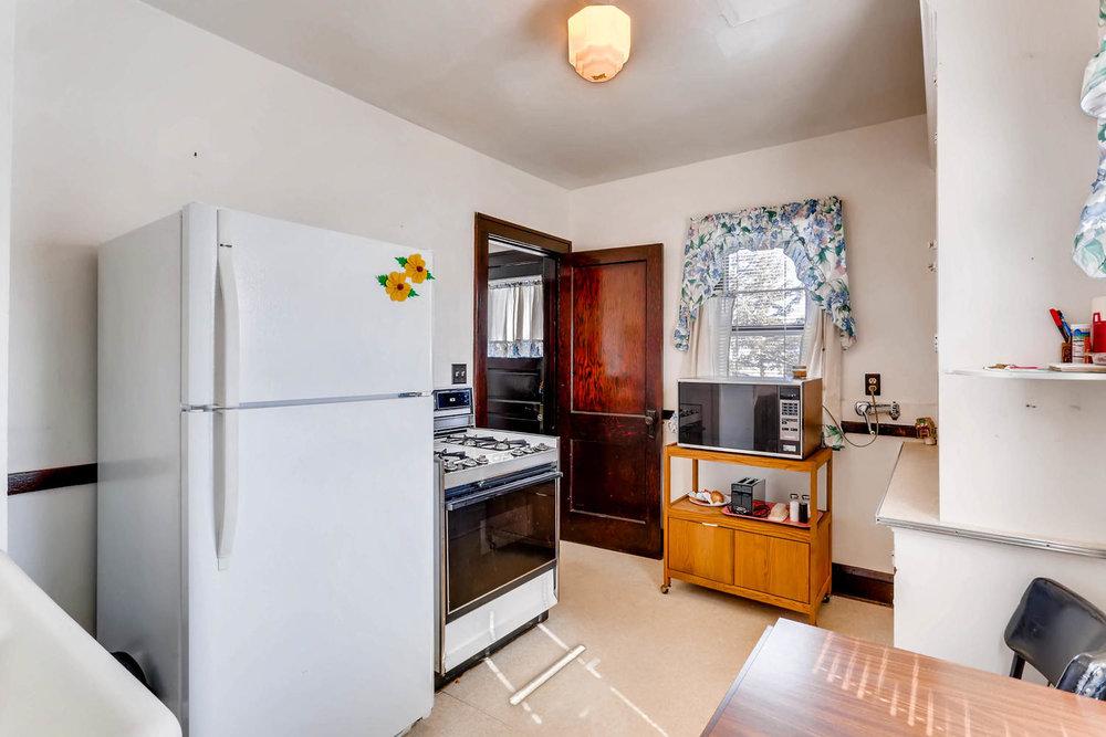 639 Quincy St NE Minneapolis-large-008-10-Kitchen-1500x1000-72dpi.jpg