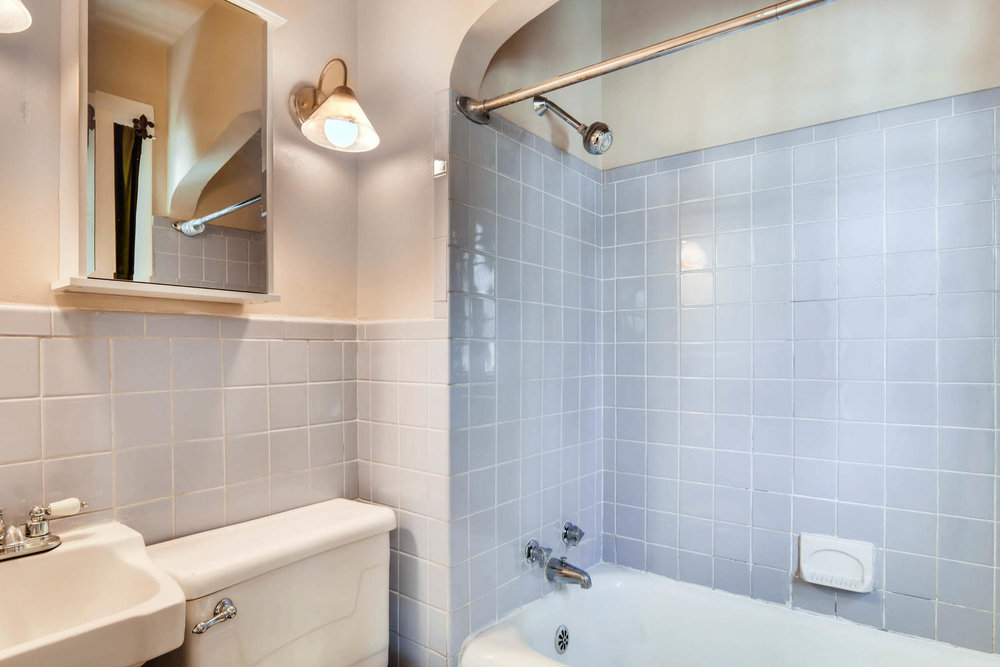 2526 Buchanan St NE-large-015-6-Bathroom-1500x1000-72dpi.jpg