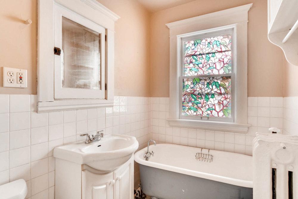 2526 Buchanan St NE-large-020-13-2nd Floor Bathroom-1500x1000-72dpi.jpg