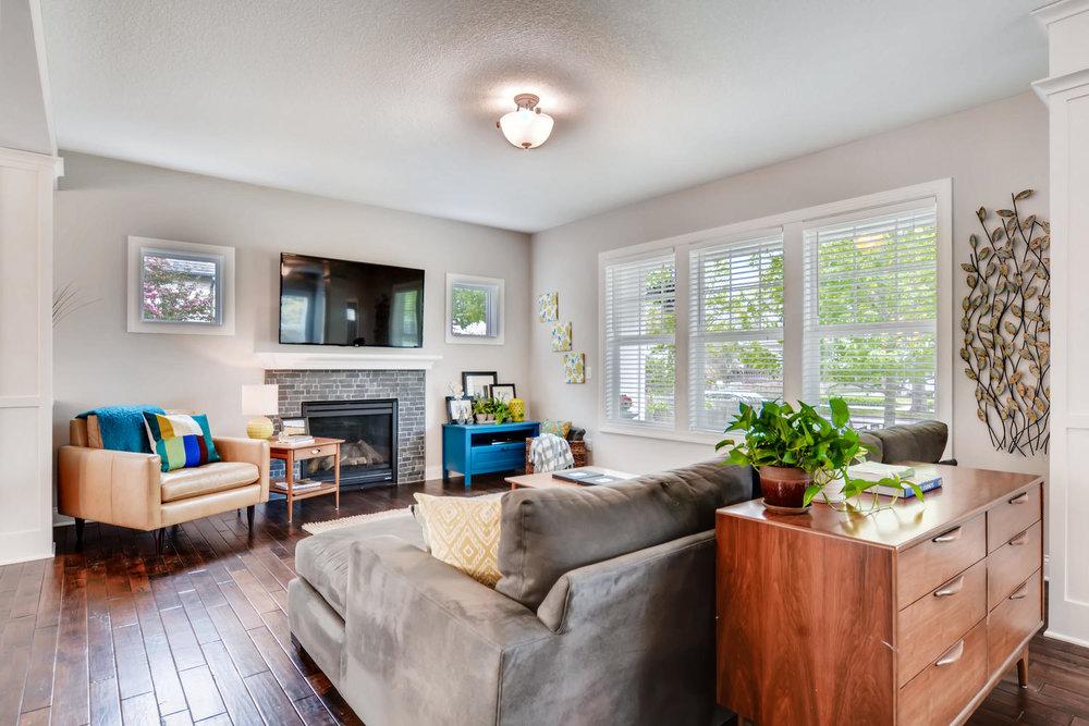 1811 Taylor St NE Minneapolis-large-005-38-Living Room-1500x1000-72dpi.jpg