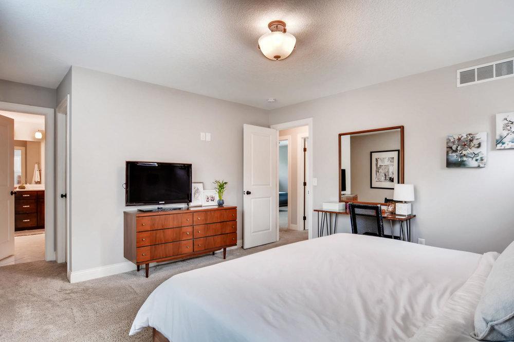1811 Taylor St NE Minneapolis-large-016-46-2nd Floor Master Bedroom-1500x997-72dpi.jpg