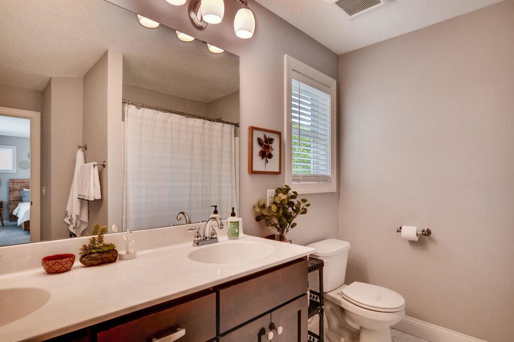 1811 Taylor St NE Minneapolis-large-019-40-2nd Floor Master Bathroom-1500x1000-72dpi.jpg
