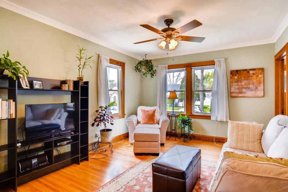 3147 Arthur St NE Minneapolis-large-004-12-Living Room-1500x1000-72dpi.jpg