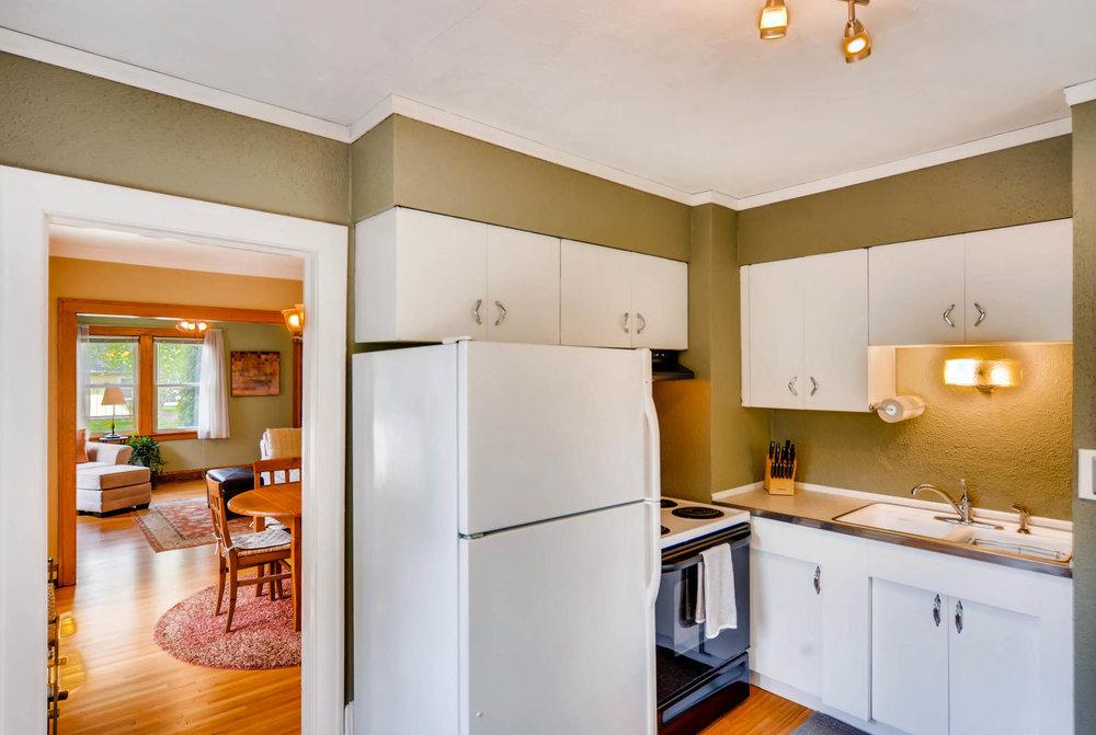 3147 Arthur St NE Minneapolis-large-011-8-Kitchen-1491x1000-72dpi.jpg
