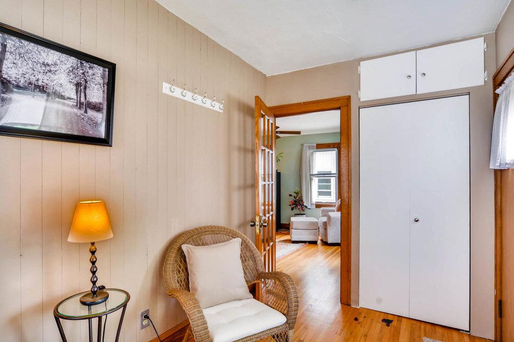 3147 Arthur St NE Minneapolis-large-021-7-Sunroom-1500x999-72dpi.jpg