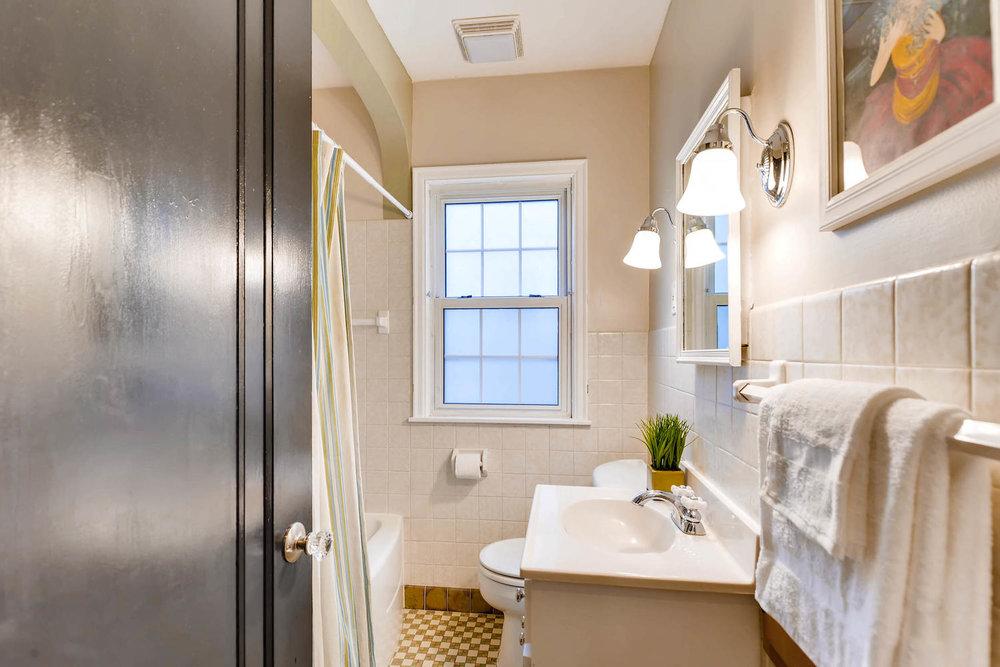 3139 Cleveland St NE-large-021-13-Bathroom-1500x1000-72dpi.jpg