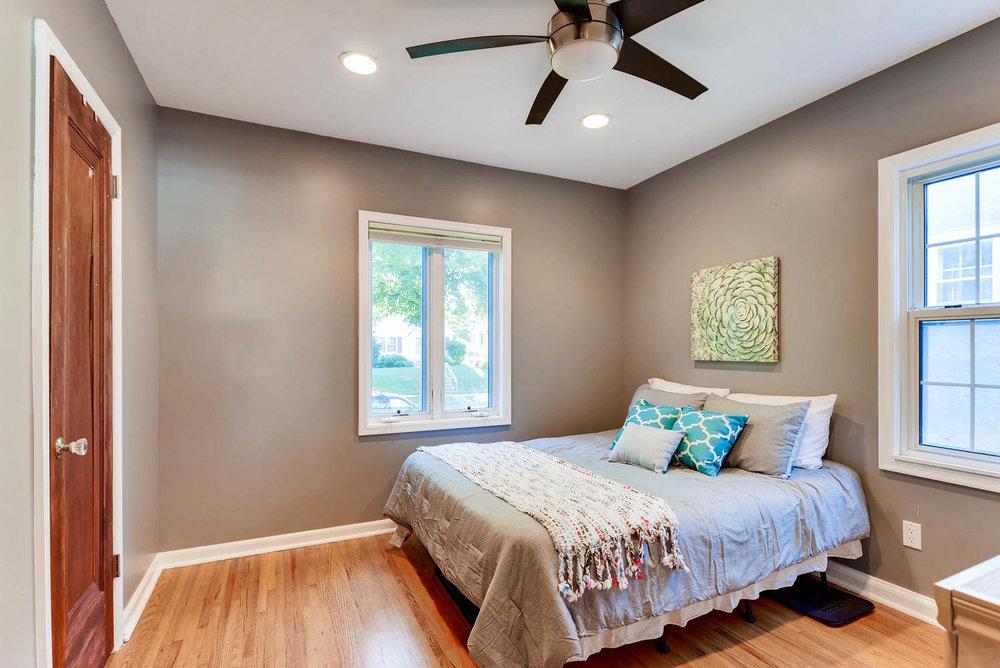 3139 Cleveland St NE-large-020-14-Bedroom-1499x1000-72dpi.jpg