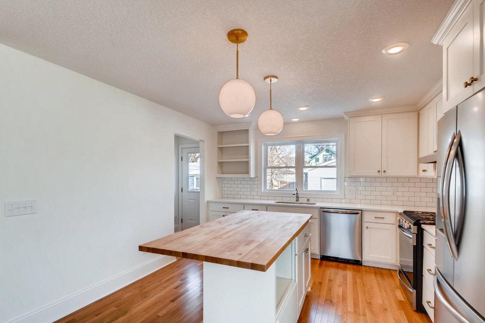 2949 Grand St NE Minneapolis-large-008-11-Kitchen-1500x1000-72dpi.jpg