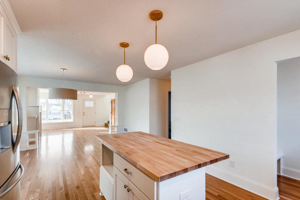 2949 Grand St NE Minneapolis-large-009-7-Kitchen-1500x1000-72dpi.jpg
