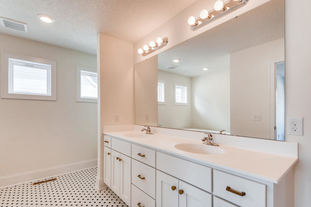 2949 Grand St NE Minneapolis-large-018-28-2nd Floor Master Bathroom-1499x1000-72dpi.jpg